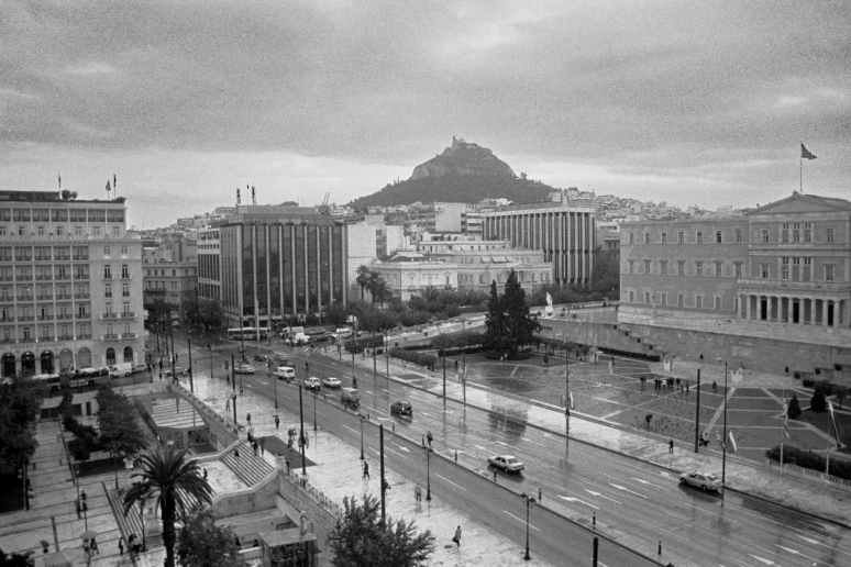 vg b481 bw 04 st 2003 the parliament and Syntagma sq. view from Ourani inst