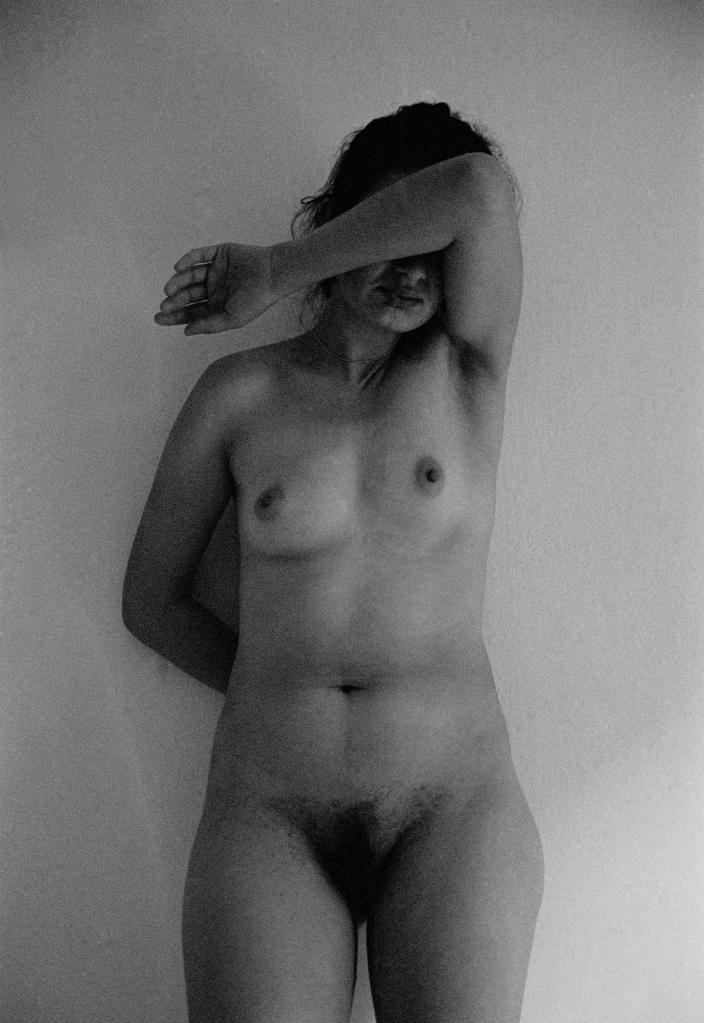 vg a094 bw 16 st 1999 eleni nude