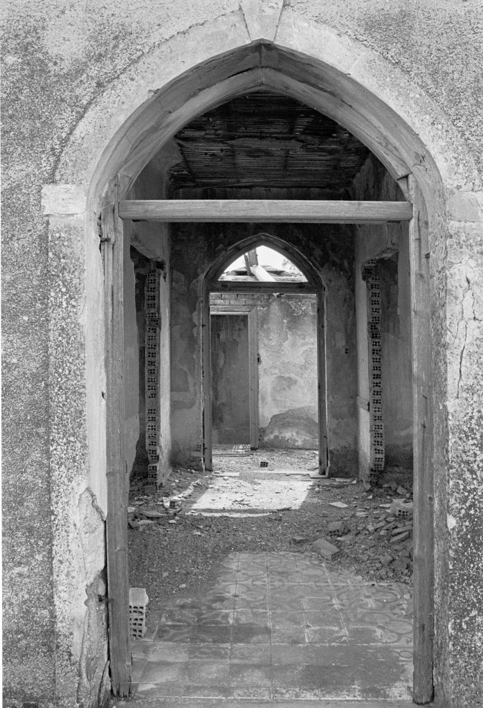 vg a074 bw 32 st 1999 skouze's house at pikermi (3)