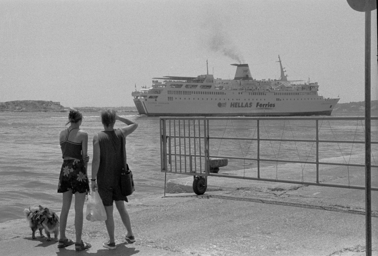 vg b025 bw 04 st 2000 at Naxos port
