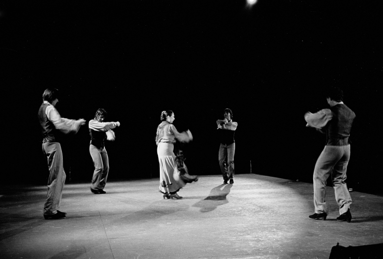 vg b125 bw 09 st 2001 oyos and group at licavitos theater
