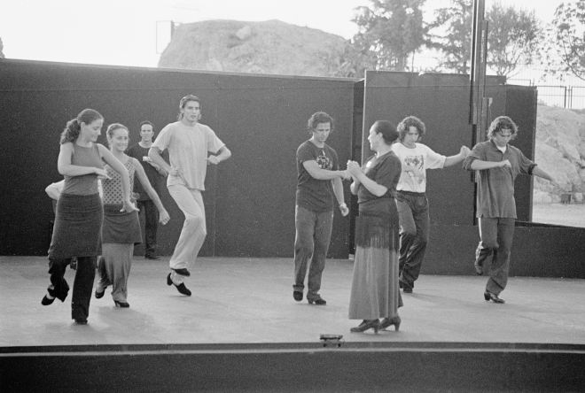 vg b127 bw 02 st 2001 oyos and group at licavitos theater