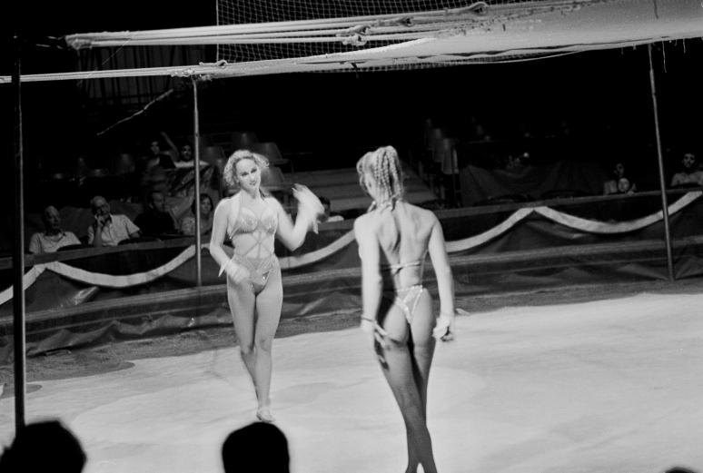 vg b134 bw 06 st 2001 hania at the circus