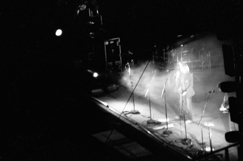vg b425 bw 42 st 2003  Massive attack at Lycabetus theatre