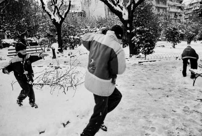 vg b174 bw 40 st 2001 panathinea playing with the snow